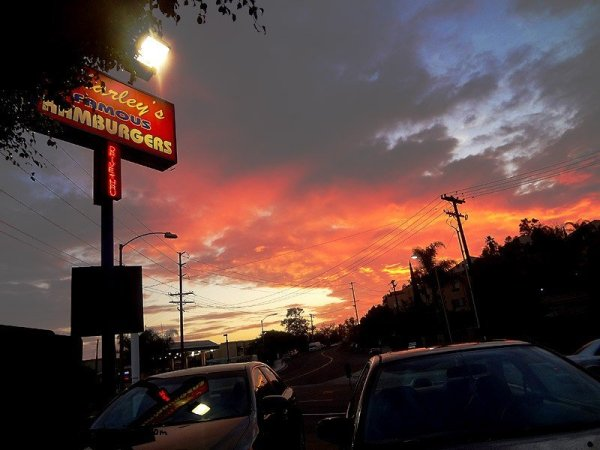 charleys-famous-burgers-cloudy-sunset