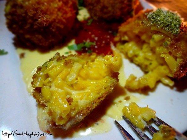 mac-n-cheese-ball-innards