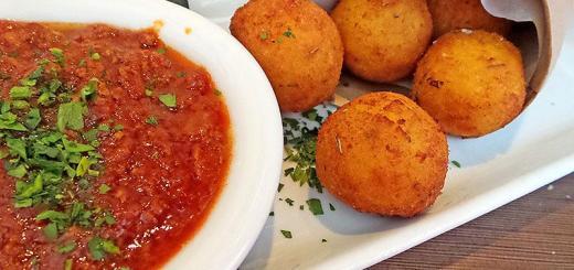 fried-saffron-risotto-balls-bencotto