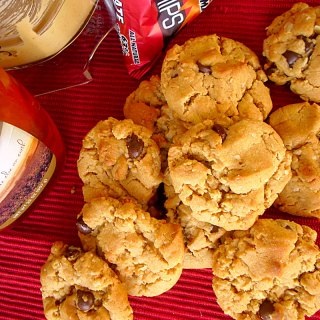 peanut butter and honey chocolate chip cookies at foodapparel.com