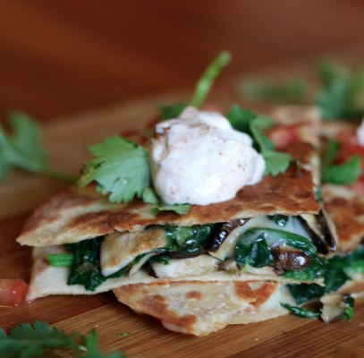 EASY SPINACH & MUSHROOM CHEESY QUESADILLA