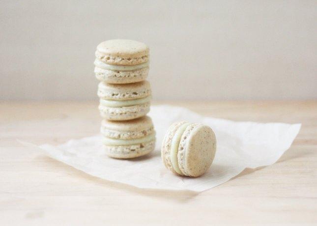 Vanilla Bean Macarons // FoodNouveau.com