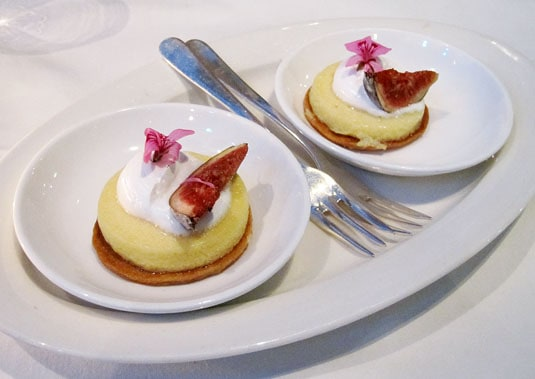 DeKas, Amsterdam: Mignardise: lemon tartelettes.