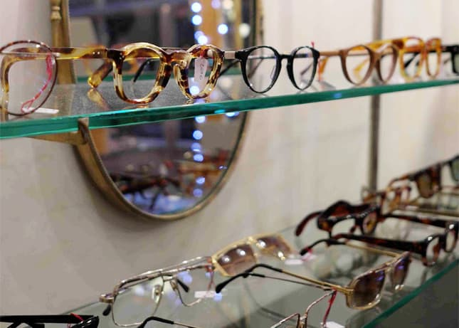 Pour Vos Beaux Yeux, a boutique selling vintage and collectible glasses in Le Passage du Grand Cerf, Paris. Photo (c) Pour Vos Beaux Yeux. // FoodNouveau.com