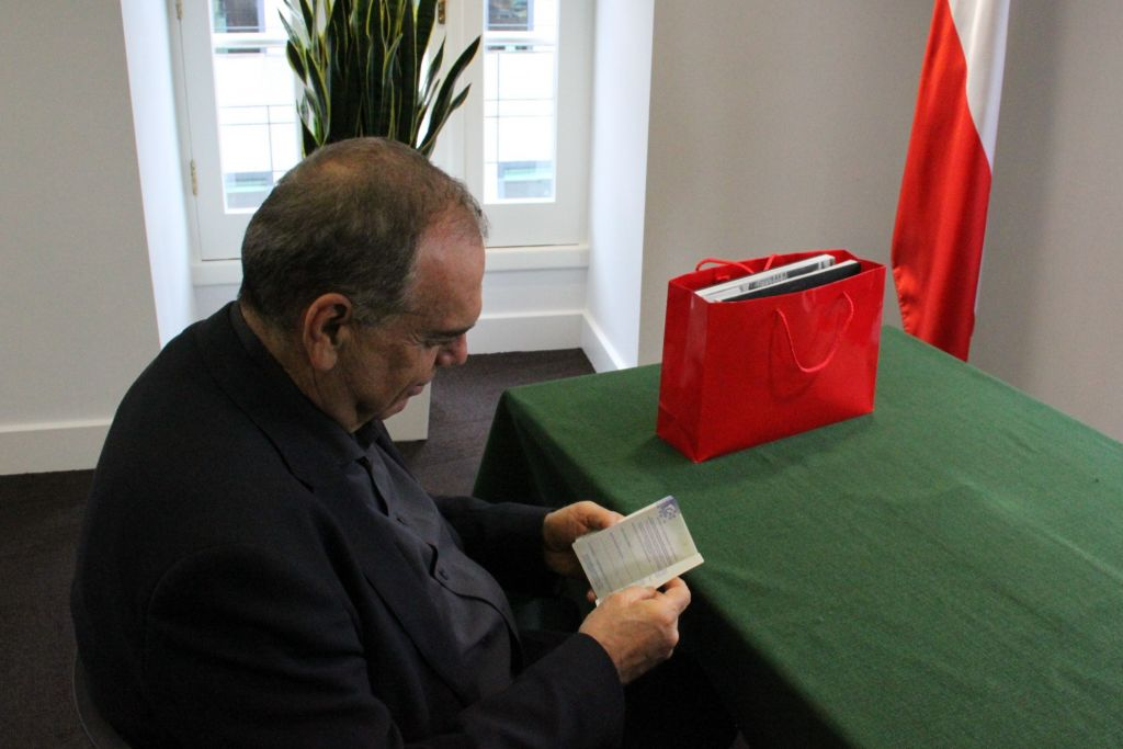 Avram Grant received his Polish passport in London on June 13