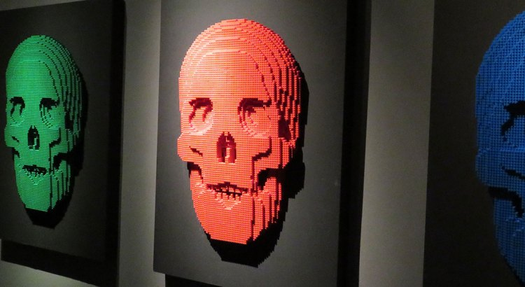 fora-da-toca_the-art-of-the-brick_CAPA
