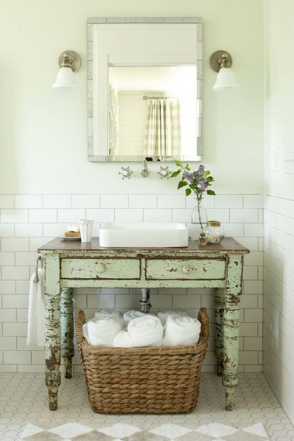 20 amazing farmhouse bathrooms with rustic warm for for Rustic farmhouse bathroom ideas