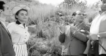 Από την ελληνική ταινία «φως-νερ'ο-τηλέφωνο, οικόπεδα με δόσεις»