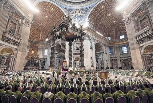 cardenales y obispos en el sinodo de la familia en iglesia