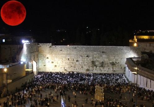 luna de sangre en el muro de los lamentos de israel