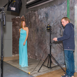 Презентация фотоаппаратов Сони в Академии Фотографии- модель Мария и фотограф Владимир Морозов. Фото Николая Ефремова