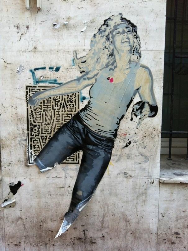 Marseille_collage_femme_sebr (1)