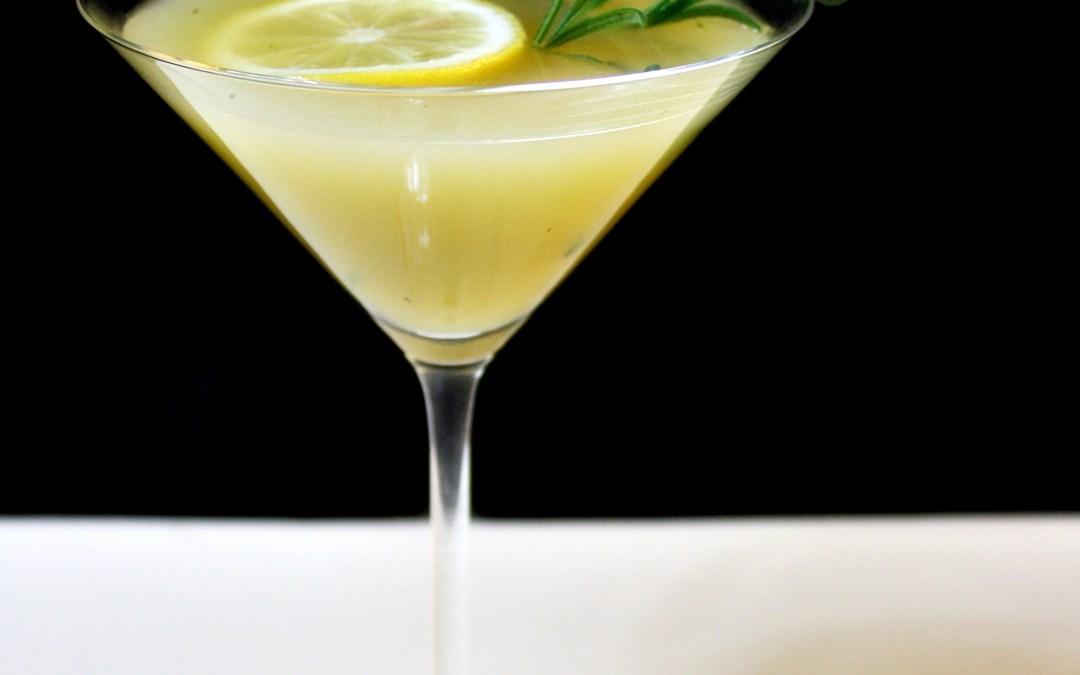 En drink med smak av äpple och rosmarin. Låt oss kalla den Rosmarini