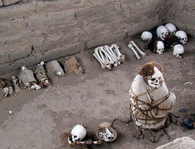 mass open gravesite - chauchilla cemetery - peru