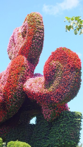Planting plane trees to attract the Phoenix - (pink flowers) - Mosaiculture - Montreal Botancial Gardens
