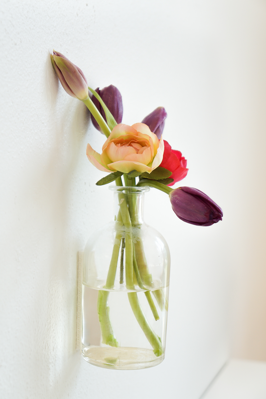 Wall vases for flowers - Hang Flowers On Vertical Spaces Fast Easily And Non Permanently With This 5