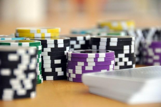Pokerchips und Karten, Stack, Highroller