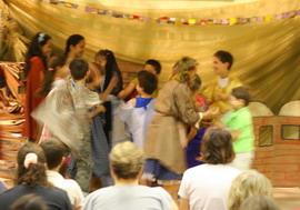 Egy gyerekcsoport valami előadásfélén (Foto:Peti)