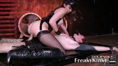 mistress tiffany strapon