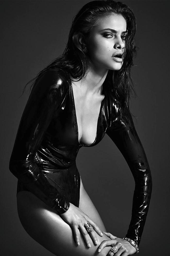 yara_khmidan_sexy_booty_cheeks_05-a1dfaddb_web
