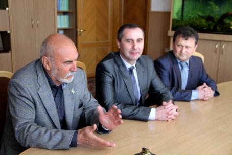 von rechts Dekan Dr. Mykola Kebalo, Dr. Ivan Yatsyuk, Leiter der Fachbereichs Deutsch