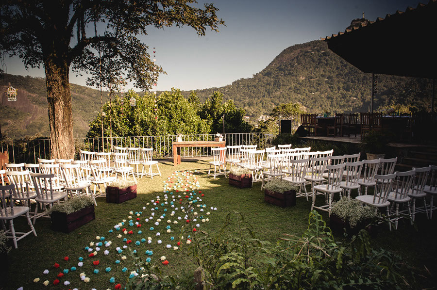 Wedding Rio de Janeiro Pompom Aisle Corcovado 04 French Brazilian Wedding in Rio de Janeiro with a Pom Pom Aisle and a View on the Corcovado