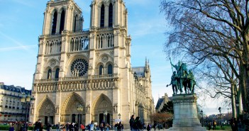 Parvis of Notre-Dame in December 2015 © French Moments