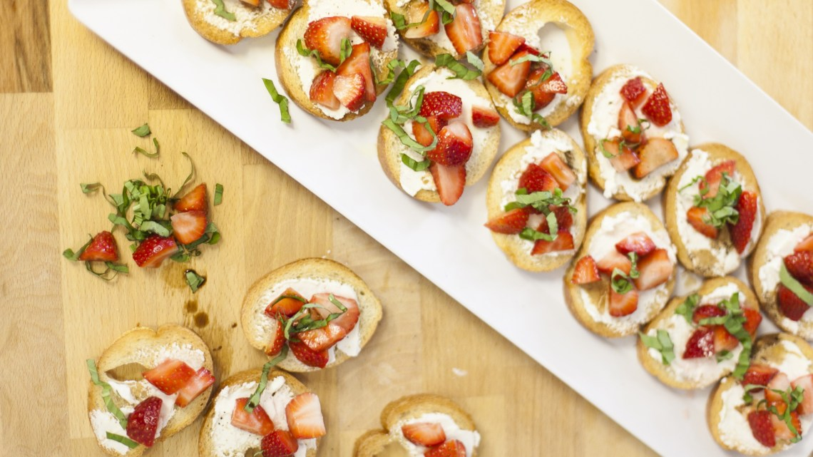 Strawberry bruschetta by Fresh Mommy Blog
