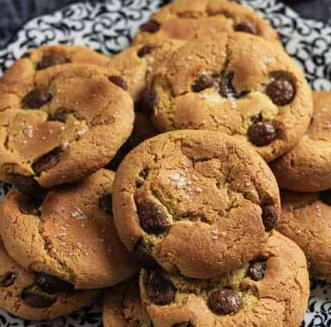Easy Flourless Salted Chocolate Chip Cashew Cookies