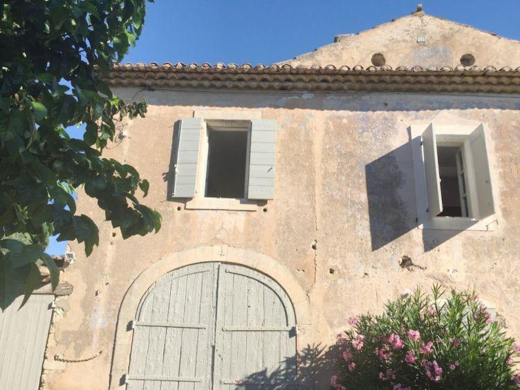 villa-rental-provence-goult-front