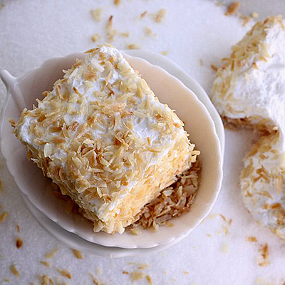 Toasted coconut marshmallows - Laura Flowers