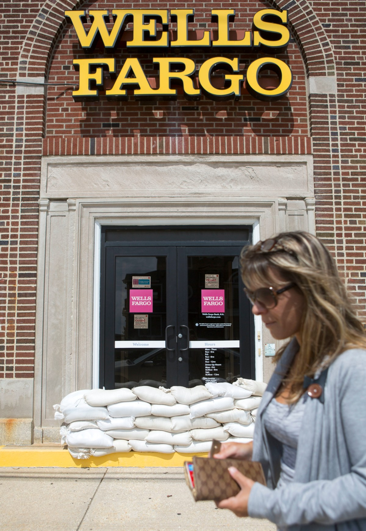 This Wells Fargo Bank Scam Is Insane and 5,300 People Were Just Fired For It | Inverse