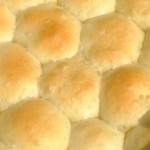 ダッチオーブンでパンを焼く|キャンプの朝食に最適な、もっちりパンの黄金レシピ