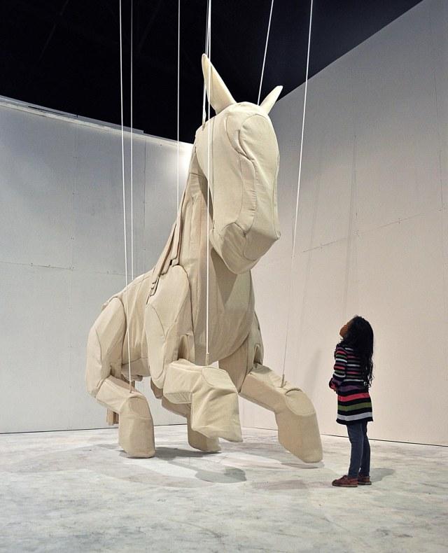 ミン・ティエン・ソン 《異世界(馬)》Min Thein Sung Another Realm(Horse)2011.jpg