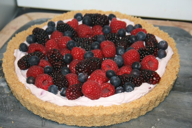 Fruit tart with biscuit base