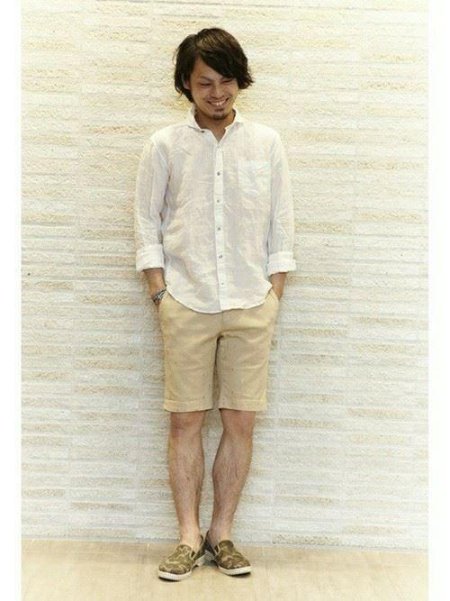 白リネンシャツの春夏メンズコーディネート画像3
