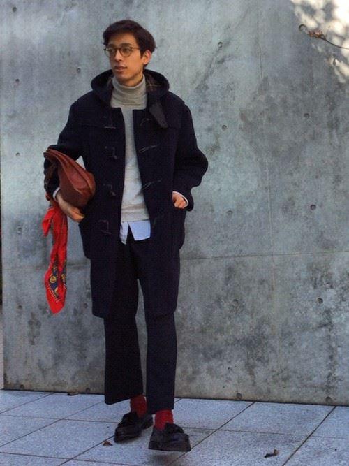 ワイドパンツとコートを合わせた秋冬メンズコーディネート3