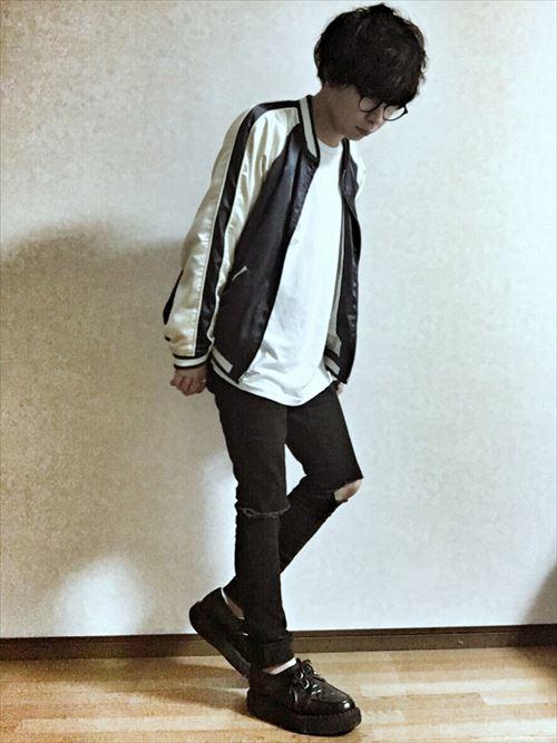 流行のロング丈Tシャツ・タンクトップを着こなした秋冬メンズコーディネート画像8
