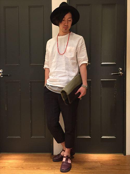 流行のロング丈Tシャツ・タンクトップを着こなした春夏メンズコーディネート画像7