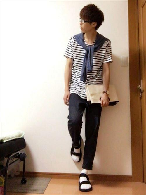 流行のロング丈Tシャツ・タンクトップを着こなした春夏メンズコーディネート画像12