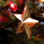 Star_and_light_on_christmas_tree