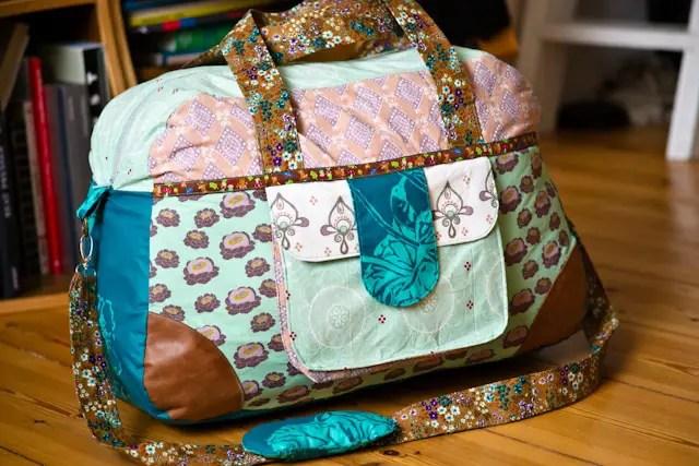 gen ht kunterbunte reisetasche do it yourself diy reisetasche diy travel bag reisetasche. Black Bedroom Furniture Sets. Home Design Ideas