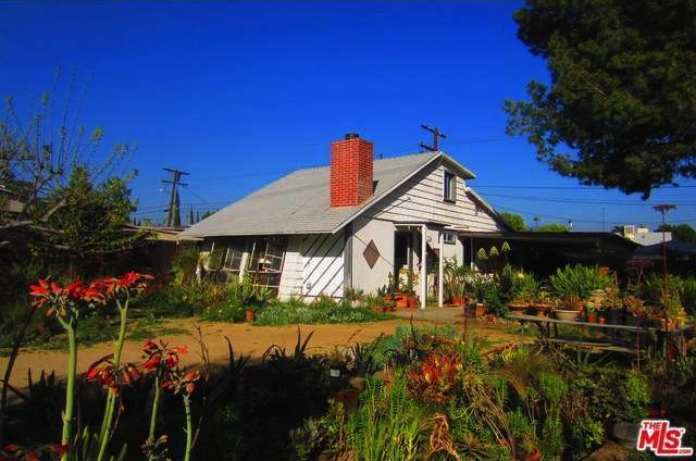 One of my NoHo dream cottages came on the market!