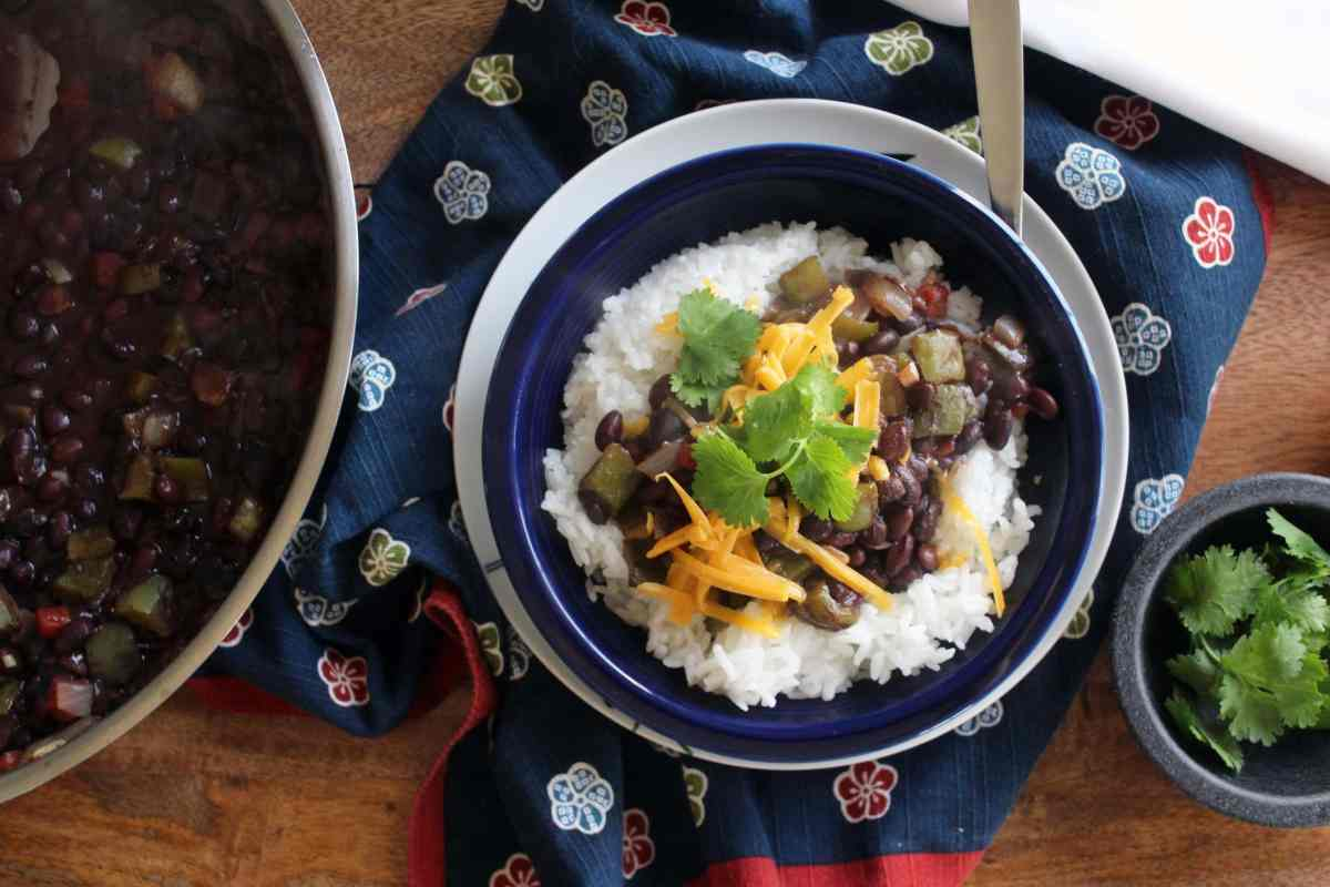 Easy Black Beans and Rice {vegetarian}
