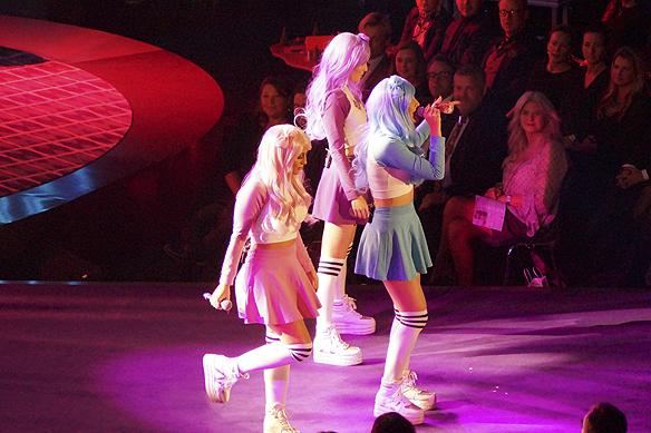 Dolly Style live på TV 4 från Bingolottos 25-års jubileum från Lisebergshallen i Göteborg. Foto: Peter Ahlborg