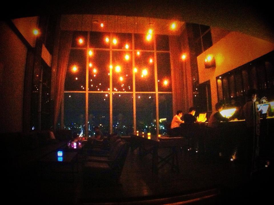 Zeppelin Rooftop Bar 店内