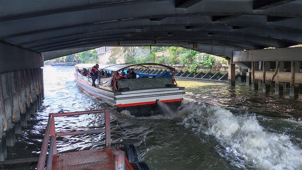 センセープ運河の水上ボート