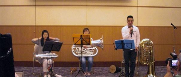 専門学校生の楽器演奏
