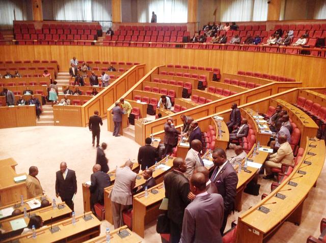 Les députés, en faveur d'une meilleure gestion des finances publiques. © brigitteanguilemba.over-blog.com