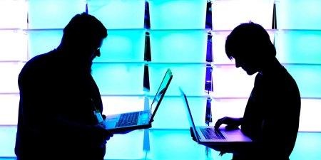 Cibercriminales reclutan a personas con información privilegiada para atacar a los proveedores de telecomunicaciones